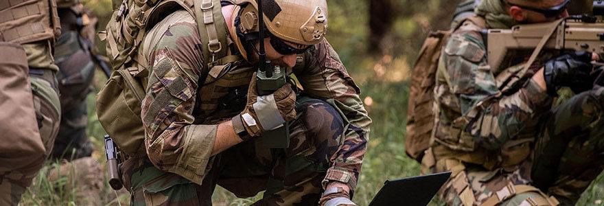 vêtements et équipements militaires